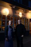 Mathias Pielhau (rechts) nun ein eigenes Restaurant. Auch sein Koch Mourad Tatem war anfangs ohne Perspektive.