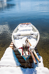 THEMENBILD - ein schneebedecktes Fischerboot am Ufer des Zeller Sees, aufgenommen am 03. April 2015, am Zeller See, Zell am See, Oesterreich // a snowy covered fishing boat on the shore of Lake Zell, Zell am See, Austria on 2015/04/03. EXPA Pictures © 2015, PhotoCredit: EXPA/ JFK
