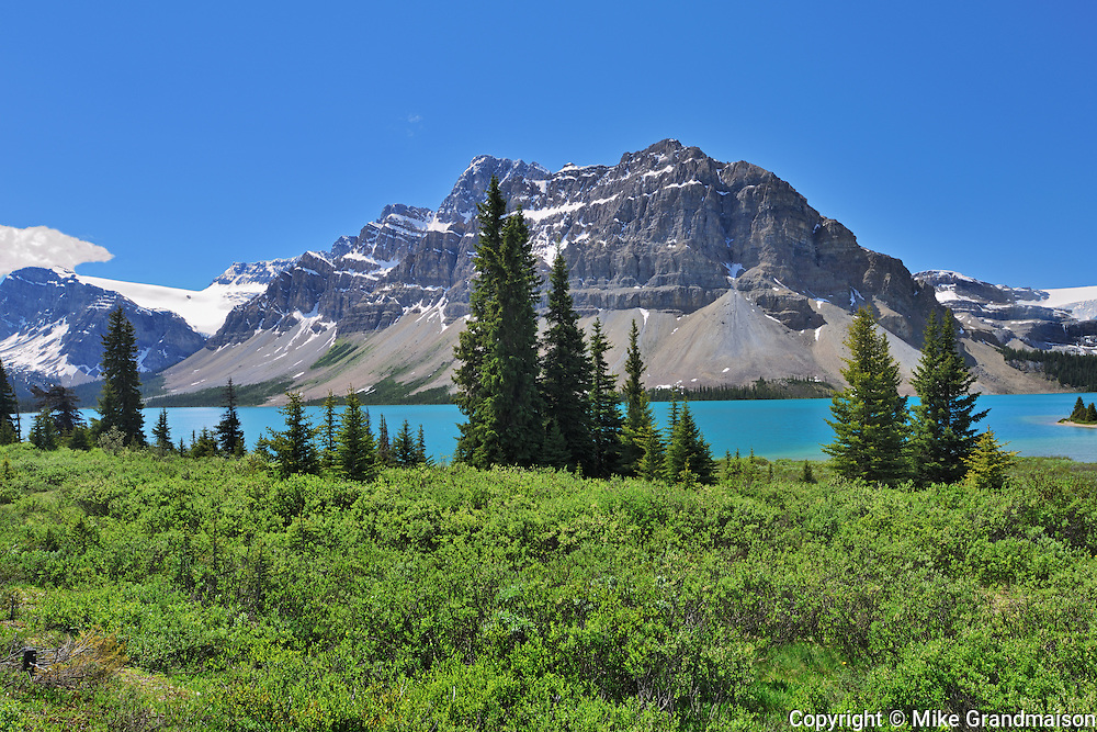 Bow Lake and the Canadian Rocky Mountains<br /> Banff National Park<br /> Alberta<br /> Canada