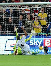 Swansea City's Ashley Williams goes close  - Photo mandatory by-line: Joe Meredith/JMP - Mobile: 07966 386802 - 09/11/2014 - SPORT - Football - Swanswa - Liberty Stadium - Swansea City v Arsenal - Barclays Premier League