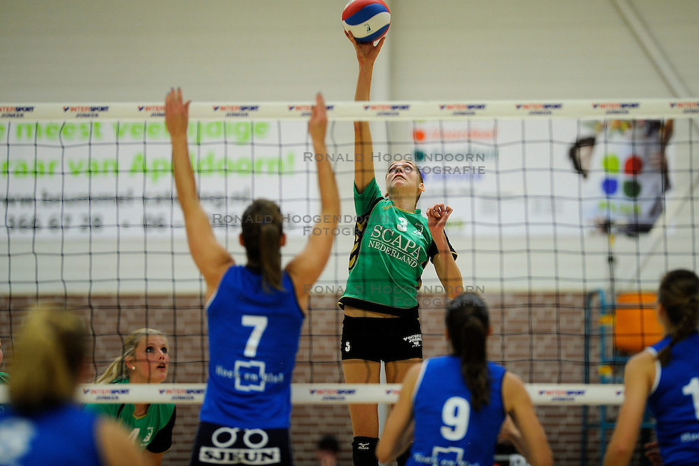 27-10-2012 VOLLEYBAL: VV ALTERNO - SLIEDRECHT SPORT: APELDOORN<br /> Sliedrecht Sport wint met 3-1 van Alterno / Kathy Bonsen<br /> &copy;2012-FotoHoogendoorn.nl