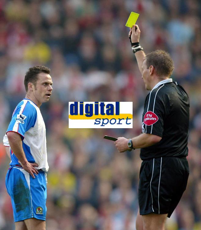 Fotball<br /> Premier League 2004/05<br /> Blackburn v Arsenal<br /> 19. mars 2005<br /> Foto: Digitalsport<br /> NORWAY ONLY<br /> Paul Dickov of Blackburn Rovers is booked by Graham Poll