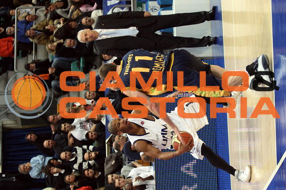 DESCRIZIONE : Bologna Lega A1 2007-08 Upim Fortitudo Bologna Premiata Montegranaro <br /> GIOCATORE : Oscar Torres <br /> SQUADRA : Upim Fortitudo Bologna <br /> EVENTO : Campionato Lega A1 2007-2008 <br /> GARA : Upim Fortitudo Bologna Premiata Montegranaro <br /> DATA : 12/01/2008 <br /> CATEGORIA : Palleggio<br /> SPORT : Pallacanestro <br /> AUTORE : Agenzia Ciamillo-Castoria/L.Villani