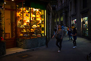Barcelona: Obach hat shop  in the barri gotica