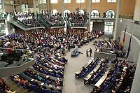 01 JUL 2004, BERLIN/GERMANY:<br /> Voll besetztes Plenum des Deutschen Bundestages waehrend der Rede von Horst Koehler, gemeinsame Sitzung von Bundestag und Bundesrat anl. der Vereidigung des Bundespraesidenten, Plenum, Deutscher Bundestag<br /> IMAGE: 20040701-01-029<br /> KEYWORDS: Horst Koehler, speech