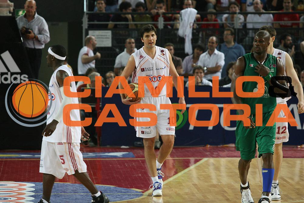 DESCRIZIONE : Roma Lega A1 2006-07 Playoff Semifinale Gara 2 Lottomatica Virtus Roma Montepaschi Siena <br /> GIOCATORE : Bodiroga <br /> SQUADRA : Lottomatica Virtus Roma <br /> EVENTO : Campionato Lega A1 2006-2007 Playoff Semifinale Gara 2 <br /> GARA : Lottomatica Virtus Roma Montepaschi Siena <br /> DATA : 02/06/2007 <br /> CATEGORIA : <br /> SPORT : Pallacanestro <br /> AUTORE : Agenzia Ciamillo-Castoria/G.Ciamillo