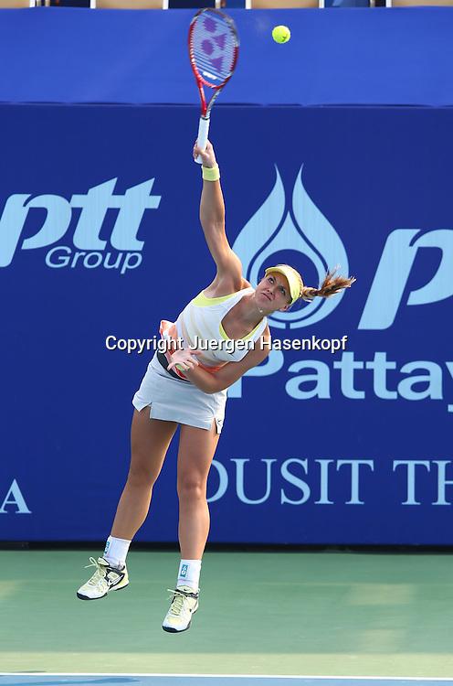 PTT Pattaya Open 2011,WTA Tennis Turnier,International Series, Dusit Resort in Pattaya,Thailand,Sabine Lisicki (GER),Aktion,Aufschlag,Einzelbild,.Ganzkoerper,Hochformat,