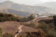 A woman and children walk through an unpaved trail in Malinaltepec, southern state of Guerrero, where the Community Police was born in 1996. / Una mujer  y niños caminan por un camino de terracería en Malinaltepec, estado de Guerrero, donde nació la Policía Comunitaria en 1996. (Photo:Prometeo Lucero)