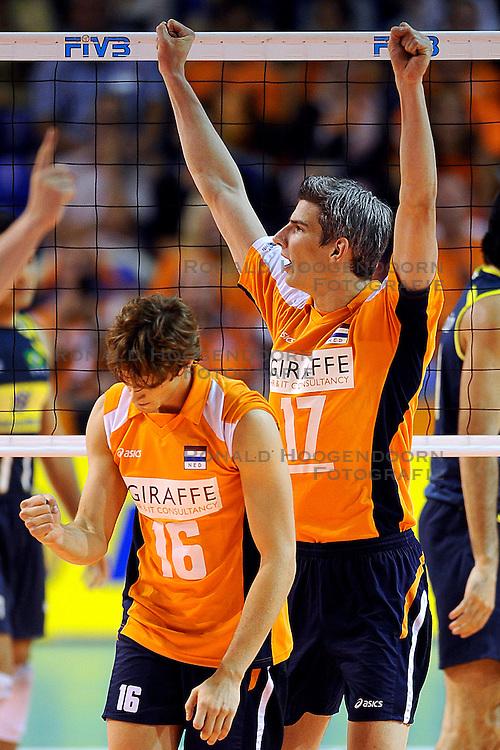 27-06-2010 VOLLEYBAL: WLV NEDERLAND - BRAZILIE: ROTTERDAM<br /> Nederland verliest met 3-2 van Brazilie / Rob Bontje en Dick Kooy<br /> &copy;2010-WWW.FOTOHOOGENDOORN.NL