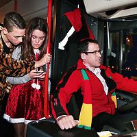 Nederland, Maastricht, 8 februari 2016.<br /> <br /> Carnavalsvierders in de stadsbus.<br /> reportage vanuit de borrelbussen van Veolia, die 's avonds en 's nachts dronken carnavalsvierders naar huis brengt.<br /> Op de foto: carnavalvierders uit de omgeving van Maastricht worden vanaf de Bosschstraat naar huis gebracht zoals bv naar het in de buurt gelegen Bunde.<br /> <br /> Foto: Jean-Pierre Jans
