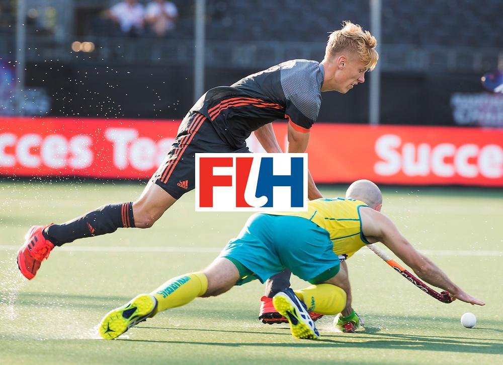 BREDA - Joep de Mol (Ned) met Matthew Swann (Aus)   tijdens Nederland- Australie bij  de Hockey Champions Trophy. COPYRIGHT KOEN SUYK