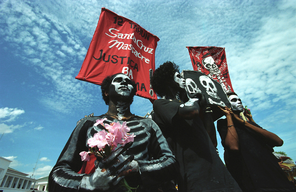 Santa Cruz anniversary. Men wearing black and painted bodies march the Dili streets to commemorate the Santa Cruz massacre of 12 November 1991.  @ Martine Perret. 12 November 2003