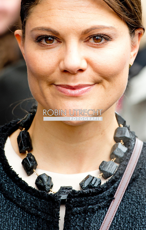 28-1-2014 - HAMBURG - they leaVE FROM THE HANDELSZIMMER The visit of  swedish princess Victoria and Prince Daniel during their 2 days economic trip to Germany. COPYRIGHT ROBIN UTRECHT