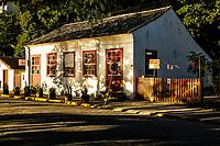 Casarão Cultural de Sambaqui, em Sambaqui, distrito de Santo Antonio de Lisboa, onde funcionava o Posto da Alfândega, que foi utilizado, desde a sua inauguração em 1854, como posto fiscal, controlando estrategicamente a chegada de navios na Baía e teve sua desativação em 1964 com o fechamento do porto de Florianópolis. Florianópolis, Santa Catarina, Brasil. / <br /> Casarao Cultural de Sambaqui, where used to work the customs house, from 1854 to 1964, in Sambaqui, Santo Antonio de Lisboa district. Florianopolis, Santa Catarina, Brazil.