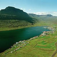 Eskifjörður og Hólmatindur, Fjarðabyggð..Eskifjordur and mount Holmatindur, Fjardabyggd