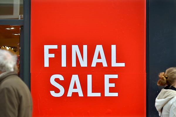 Nederland, Nijmegen, 24-12-2015Een schoenenwinkel houdt leegverkoop vanwege een dreigend faillisement. In de binnenstad van Nijmegen komen steeds meer winkels leeg te staan. Winkeliers in de binnenstad, binnensteden, hebben naast de crisis ook veel last van inline verkoop van producten via internet. Uitstel van betaling.Foto: Flip Franssen/Hollandse Hoogte