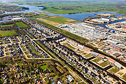 Nederland, Friesland, Gemeente Smallingerland, 01-05-2013; Drachten-West. Drachtstervaart en het Nieuw Kanaal, Bedrijventerrein Tussendiep en De Haven. Buitenstverlaat aan de horizon, nieuwbouwwoningen en boerderettes in overgang naar landelijk gebied.<br /> Newly constructed houses and fermettes in former rural area in West Drachten, near business park.<br /> luchtfoto (toeslag op standard tarieven);<br /> aerial photo (additional fee required);<br /> copyright foto/photo Siebe Swart
