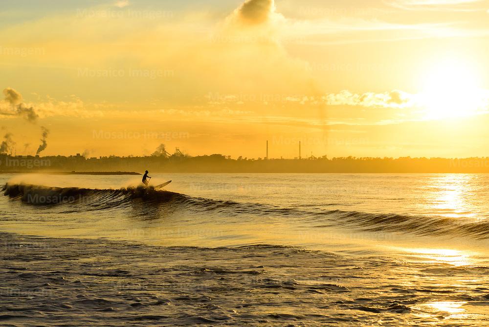 Brasil - Espirito Santo - Vitoria -  Nascer do sol na Praia de Camburi - Foto: Gabriel Lordello/ Mosaico Imagem