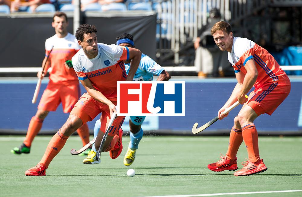 BREDA - Glenn Schuurman (Ned) met Roel Bovendeert (Ned) tijdens Nederland- India bij  de Hockey Champions Trophy.  COPYRIGHT KOEN SUYK