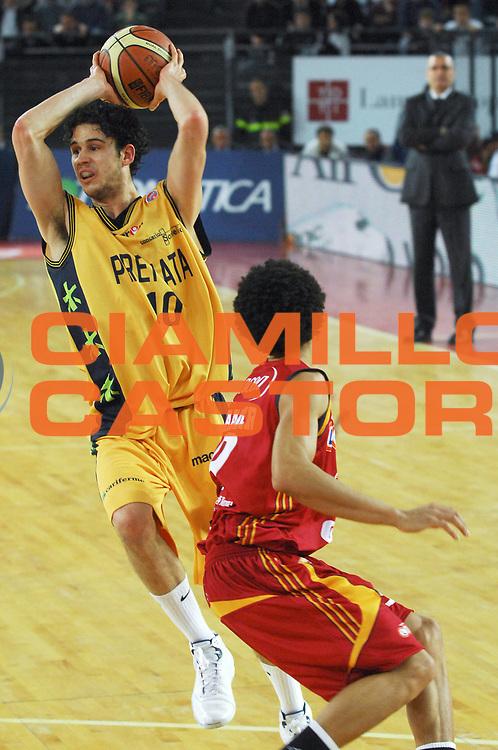 DESCRIZIONE : Roma Lega A1 2007-08 Lottomatica Virtus Roma Premiata Montegranaro<br /> GIOCATORE : Luca Vitali<br /> SQUADRA : Premiata Montegranaro<br /> EVENTO : Campionato Lega A1 2007-2008 <br /> GARA : Lottomatica Virtus Roma Premiata Montegranaro<br /> DATA : 17/04/2008<br /> CATEGORIA : Passaggio<br /> SPORT : Pallacanestro <br /> AUTORE : Agenzia Ciamillo-Castoria/E. Grillotti