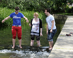 © Licensed to London News Pictures. 19/06/2012 .The sunny weather is out in Eynford, Kent.(today 19.06.2012).No rain, No floods and no hose pipe ban. People are getting a chance to enjoy a picnic or a play in the river Darent in Eynsford, Kent..Photo credit : Grant Falvey/LNP