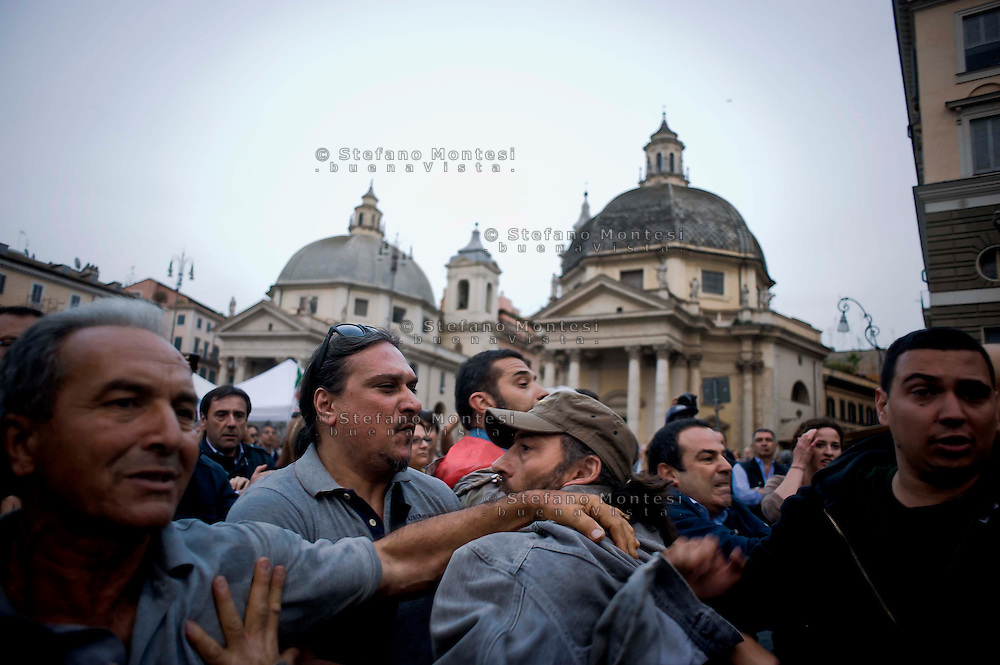 Roma, 12 Maggio 2014<br /> Manifestazione dei Movimenti per il diritto all&rsquo;abitare hanno contestato il Presidente del Consiglio Matteo Renzi che parlava sul palco di piazza del Popolo per la manifestazione conclusiva del Partito Democratico in vista delle elezioni europee di domenica. Attivisti dei Movimenti per la Casa sono stati fermati dalla Polizia.Nella foto: I militanti del Partito Democratico allontanano dalla piazza gli attivisti dei Movimenti per la Casa<br /> Rome, May 12, 2014 <br /> Manifestation of the movements for housing rights, objected to the Chairman of the Board, Matteo Renzi, who spoke on stage at the Piazza del Popolo to the closing event of the Democratic Party in the European elections on Sunday. Activists of the Movement for the House were stopped by the police. In pictures: Militants of the Democratic Party away from the square, the activists of the movements for the House