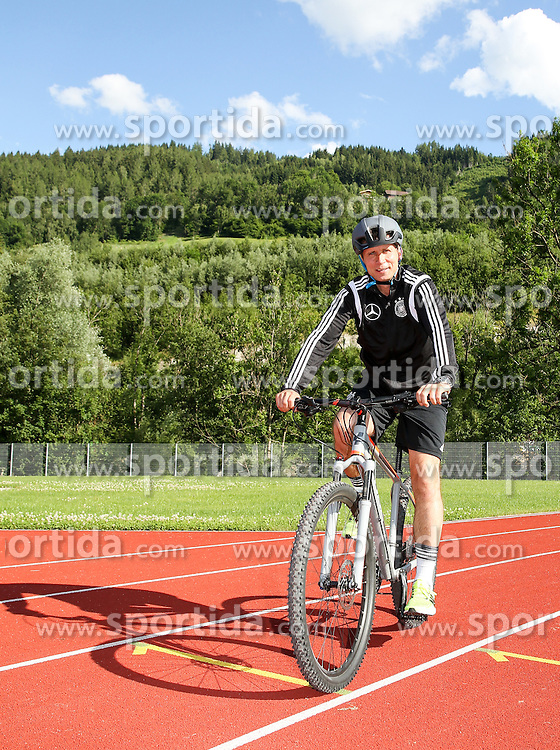 01.07.2016, Athletic Area, Schladming, AUT, U19 EURO, Vorbereitung Deutschland, DFB U19 Junioren, im Bild Cheftrainer Guido Streichsbier auf einem Mountainbike // during a training camp of Team Germany for preparation for the UEFA European Under-19 Championship at the Athletic Area, Austria on 2016/07/01. EXPA Pictures © 2016, PhotoCredit: EXPA/ Martin Huber