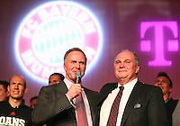 Fussball  DFB  POKAL  FINALE  SAISON  2012/2013     Champions Party des FC Bayern Muenchen nach dem Gewinn des DFB Pokal und Triple         02.06.2013 Vorstandsvorsitzender Karl Heinz Rummenigge (li) undPraesident Uli Hoeness