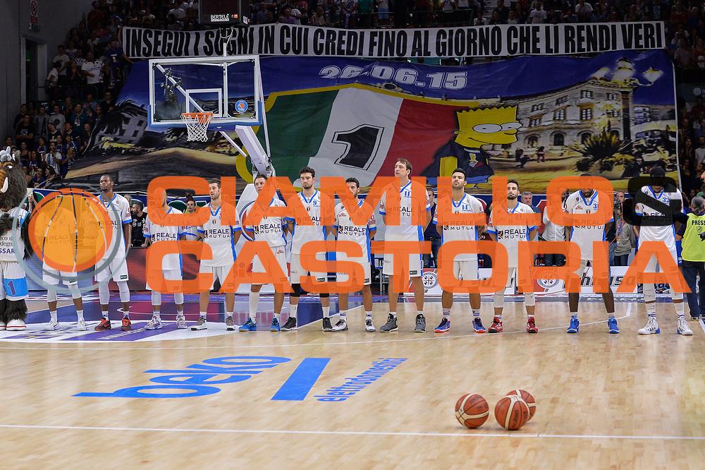 DESCRIZIONE : Beko Legabasket Serie A 2015- 2016 Dinamo Banco di Sardegna Sassari -Vanoli Cremona<br /> GIOCATORE : Team Dinamo Banco di Sardegna Sassari<br /> CATEGORIA : Before Pregame<br /> SQUADRA : Dinamo Banco di Sardegna Sassari<br /> EVENTO : Beko Legabasket Serie A 2015-2016<br /> GARA : Dinamo Banco di Sardegna Sassari - Vanoli Cremona<br /> DATA : 04/10/2015<br /> SPORT : Pallacanestro <br /> AUTORE : Agenzia Ciamillo-Castoria/L.Canu