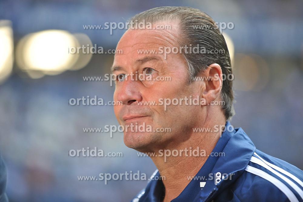 02.10.2011,  Imtech Arena, Hamburg, GER, 1. FBL, Hamburger SV (GER) vs Schalke 04 (GER), im Bild Trainer Huub Stevens (Schalke) vor dem Spiel// during match at Imtech Arena 2011/10/02,Hamburg.EXPA Pictures © 2011, PhotoCredit: EXPA/ nph/  Witke       ****** out of GER / CRO  / BEL ******