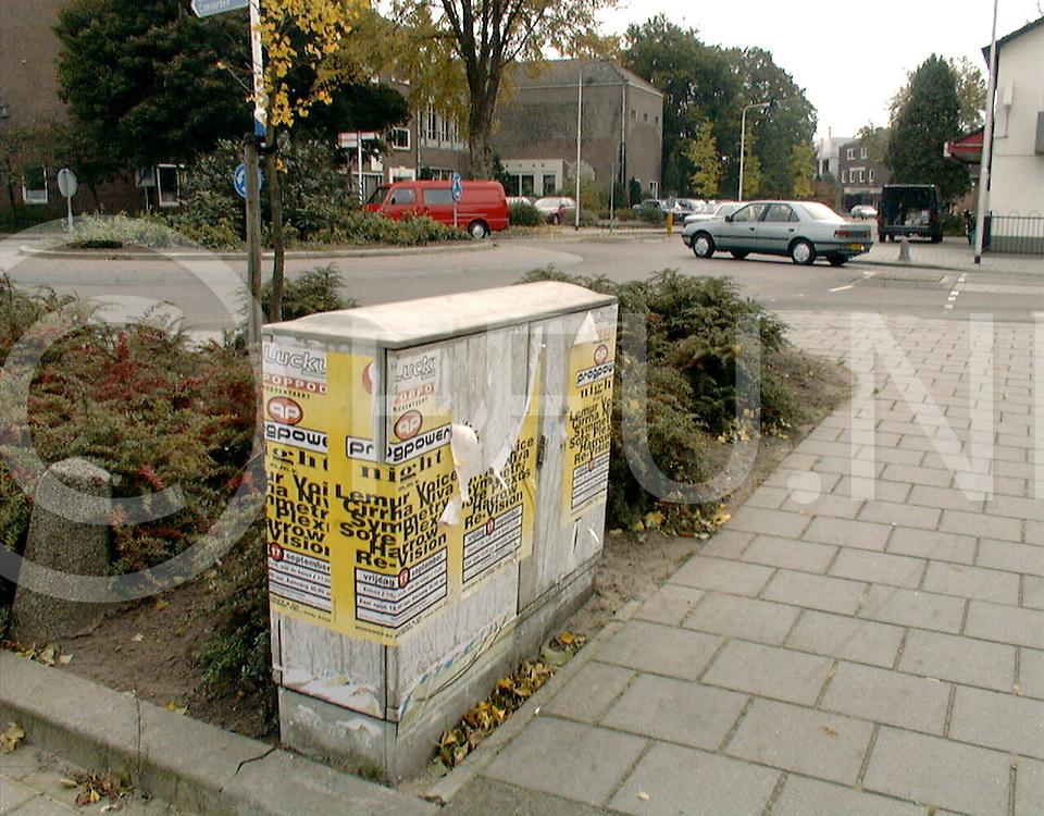 Fotografie Frank Uijlenbroek©1999/michiel van de velde.991021 hardenberg ned.illegaal plakken van posters op elektro huisjes