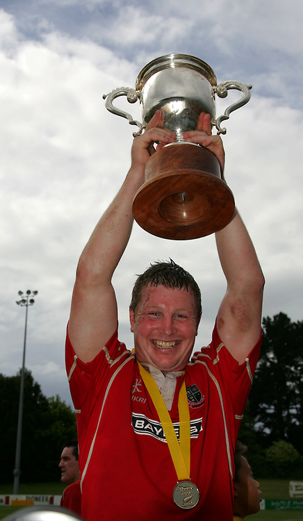 Poverty Bay captain Scott Leighton celebrates with the trophy after winning 26-5. Lochore Cup Final, Poverty Bay v Horowhenua Kapiti, Gisborne, 25 October 2008,  Photo: John Cowpland/PHOTOSPORT