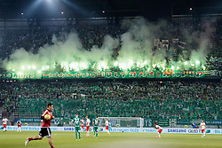01.06.2017, Woerthersee Stadion, Klagenfurt, AUT, OeFB Samsung Cup, SK Rapid Wien vs FC Red Bull Salzburg, Finale, im Bild SK Rapid Fans mit bengalischen Fackeln // during the Final Match of the Austrian Samsung Cup between SK Rapid Wien and FC Red Bull Salzburg at the Woerthersee Stadion in Klagenfurt, Austria on 2017/06/01. EXPA Pictures © 2017, PhotoCredit: EXPA/ Johann Groder