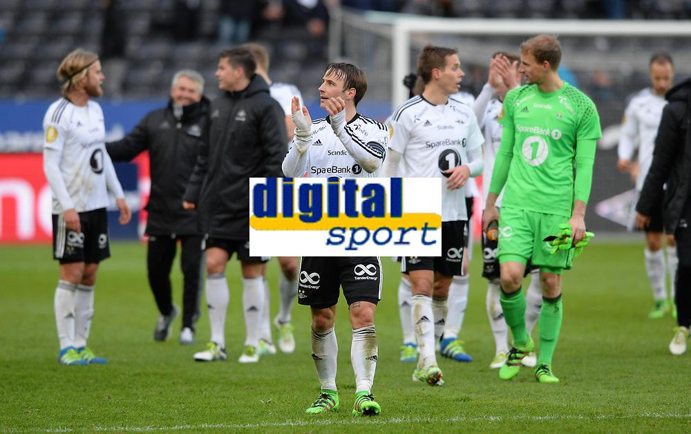 Fotball Menn Tippeligaen Rosenborg - Viking<br /> Lerkendal Stadion, Trondheim<br /> 24 april 2016<br /> <br /> Mike Jensen og resten av Rosenborg-gutta g&aring;r runden og takker publikum p&aring; Lerkendal<br /> <br /> Foto : Arve Johnsen, Digitalsport