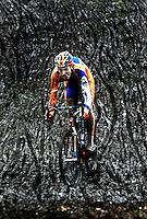 WOERDEN - Lars Boom, zondag tijdens het NK Veldrijden in Woerden op weg naar de Nationale titel. Foto: Koen Suyk, Ramplaan 9a, 2015GR Haarlem 06-53427677