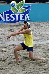 24-08-2006: VOLLEYBAL: NESTEA EUROPEAN CHAMPIONSHIP BEACHVOLLEYBALL: SCHEVENINGEN<br /> Ricardo Lione (ITA)<br /> ©2006-WWW.FOTOHOOGENDOORN.NL