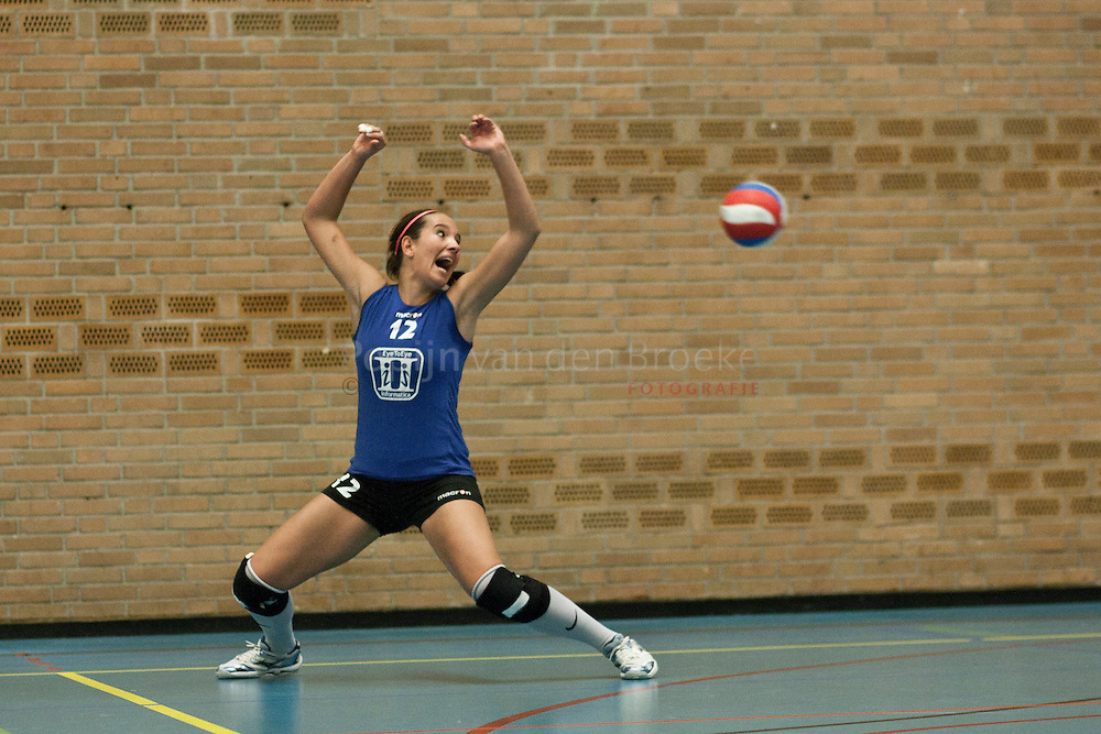 groningen, struikhal 20101106. Donitas-lycurgus dames 1 volleybal. simone linstra. foto: pepijn van den broeke. kilometers: 18