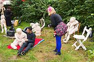 Nederland, Den Bosch, 20140830 <br /> Solos act. <br /> Effect Festival - 30 Augustus 2014, De Gemeint 3, bij het Engelermeer tussen Vlijmen en Den Bosch.<br /> eFFect is een manifestatie van lokale duurzame initiatieven die burgers samen van onderop in het leven zetten. Een marktplaats, maar ook workshops door kunstenaars en muziek optredens. Daarnaast ook veel gezonde en alternatieve eettentjes.<br /> <br /> Netherlands, Den Bosch, 20140830.