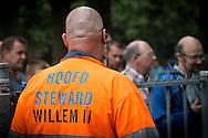 09-08-2015 VOETBAL: WILLEM II-VITESSE:TILBURG<br /> Willem II doet het vandaag met extra stewards en met extra beveiliging maar zonder politie inzet door de stakingen<br /> Supporters maken er tot nu toe een feestje van<br /> <br /> Foto: Geert van Erven