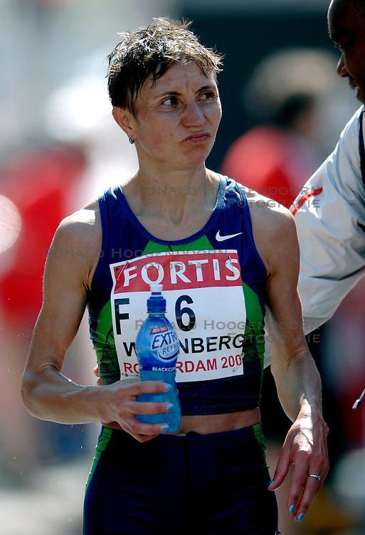 15-04-2007 ATLETIEK: FORTIS MARATHON: ROTTERDAM<br /> In Rotterdam werd zondag de 27e editie van de Marathon gehouden. De marathon werd rond de klok van 2 stilgelegd wegens de hitte en het grote aantal uitvallers / Nadja Wijenberg, ned kampioene <br /> ©2007-WWW.FOTOHOOGENDOORN.NL