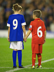 17.09.2012, Goodison Park, Liverpool, ENG, Premier League, FC Everton vs Newcastle United, 4. Runde, im Bild An Everton and Liverpool supporter stand for a minute's applause to remember the 96 victims of the Hillsborough Stadium Disaster before the English Premier League 4th round match between Everton FC and Newcastle United at the Goodison Park, Liverpool, Great Britain on 2012/09/17. EXPA Pictures © 2012, PhotoCredit: EXPA/ Propagandaphoto/ David Rawcliff..***** ATTENTION - OUT OF ENG, GBR, UK *****