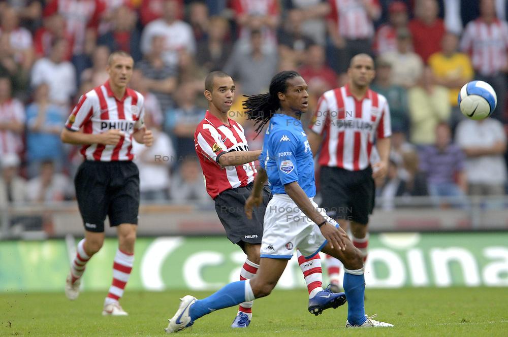 17-09-2006 VOETBAL: PSV - FEYENOORD: EINDHOVEN <br /> PSV verslaat in eigen huis Feyenoord met 2-1 / Diego Tardelli<br /> &copy;2006-WWW.FOTOHOOGENDOORN.NL