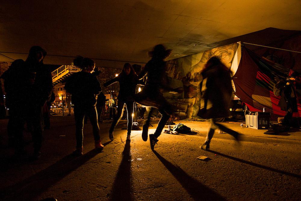 Danse, Sous le viaduc Van Horne à l'angle de Saint-Laurent, Samedi le 17 octobre 2015