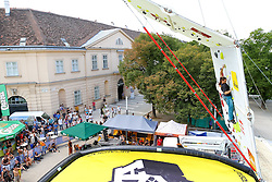 31.07.2015, Mariahilfer Straße, Wien, AUT, ISFC, Free Solo Masters MAHÜ, Vorqualifikation, im Bild ein Teilnehmer // during the prequalification of the ISFC Free Solo Masters MAHÜ at the Mariahilfer Straße in Vienna, Austria on 2015/07/31. EXPA Pictures © 2015, PhotoCredit: EXPA/ Sebastian Pucher