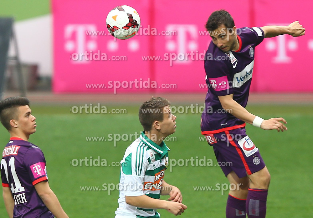 06.04.2014, Generali Arena, Wien, AUT, 1. FBL, FK Austria Wien vs SK Rapid Wien, 31. Runde, im Bild Sascha Horvath, (FK Austria Wien, #21), Louis Schaub, (SK Rapid Wien, #10) und Markus Suttner, (FK Austria Wien, #29) // during Austrian Bundesliga Football 31st round match, between FK Austria Vienna and SK Rapid Vienna at the Generali Arena, Wien, Austria on 2014/04/06. EXPA Pictures © 2014, PhotoCredit: EXPA/ Thomas Haumer