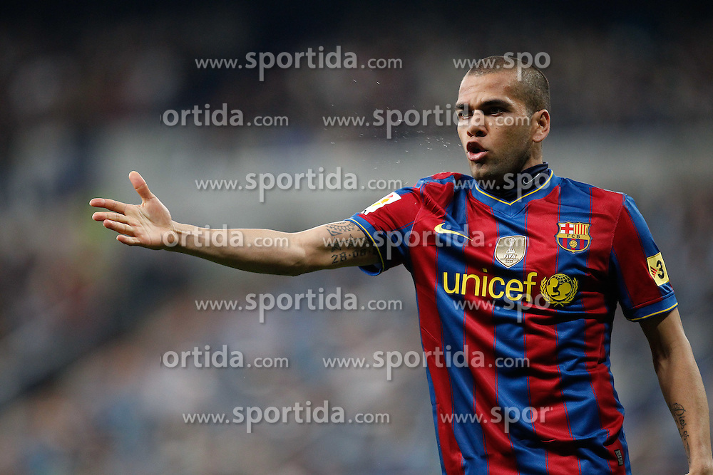 10.04.2010, Estadio Santiago Bernabeu, Madrid, ESP, Primera Division, Real Madrid vs FC Barcelona, im Bild Daniel Alves. EXPA Pictures © 2010, PhotoCredit: EXPA/ Alterphotos/ Cesar Cebolla / SPORTIDA PHOTO AGENCY