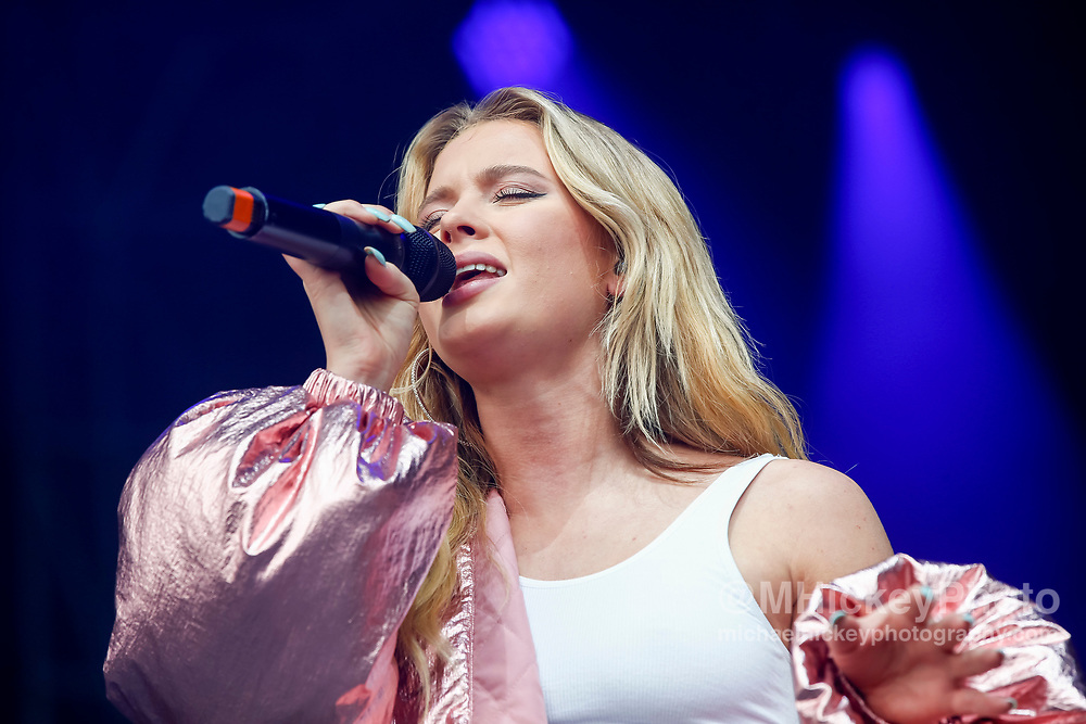 CHICAGO, IL - AUGUST 05: Zara Larsson performs at Grant Park on August 5, 2017 in Chicago, Illinois. (Photo by Michael Hickey/Getty Images) *** Local Caption *** Zara Larsson