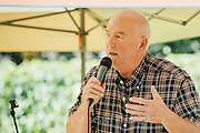 Dan Balmer performing at Carlton Cellars Winery