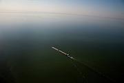 Nederland, Noordoostpolder, Flevoland, 08-09-2009. Tweebaksduwvaart op het IJsselmeer tussen beide polders. Andere scheepvaart en scheepvaartverkeer in de de achtergrond, Houtribdijk en Markermeer aan de horizon.Push-towing on the IJsselmeer, other shipping traffic in the background, Houtribdijk and Markermeer on the horizon.(toeslag); aerial photo (additional fee required); .foto Siebe Swart / photo Siebe Swart
