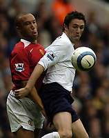Fotball<br /> Premier League England 2004/2005<br /> Foto: BPI/Digitalsport<br /> NORWAY ONLY<br /> <br /> 25.09.2004<br /> <br /> 25/09/2004 Tottenham v Manchester United , FA Barclays Premiership, White Hart Lane<br /> Mikael Silvestre and Robbie Keane battle for the ball